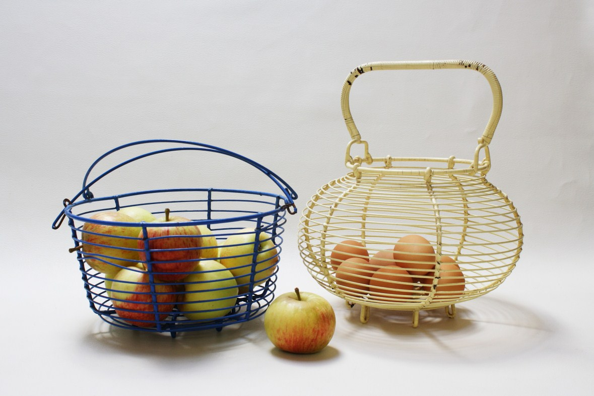 lulu | yesteryear redeemed: Vintage Wire Baskets BOTH SOLD