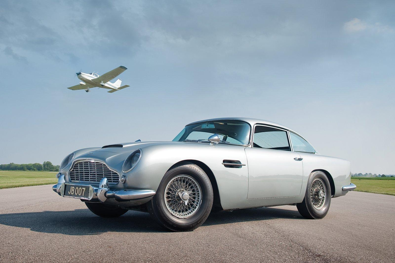 sketchbook historic cars 1984 aston martin db5 james bond 007. Black Bedroom Furniture Sets. Home Design Ideas