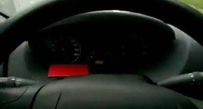 Τρακτέρ προσπερνάει αυτοκίνητο στην Autobahn!