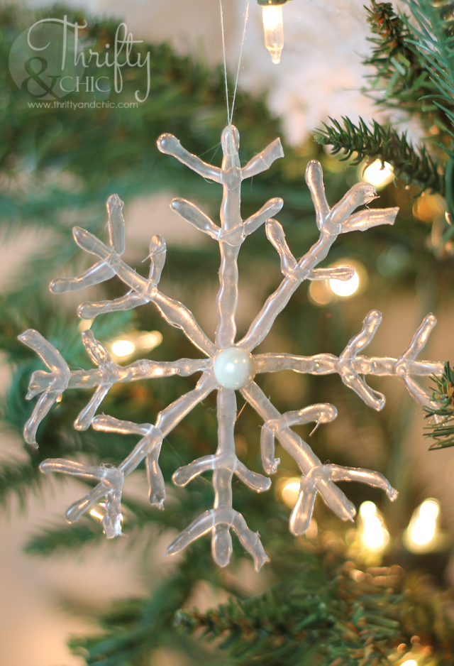 Frosted snowflake ornament using HOT GLUE! So easy and cute