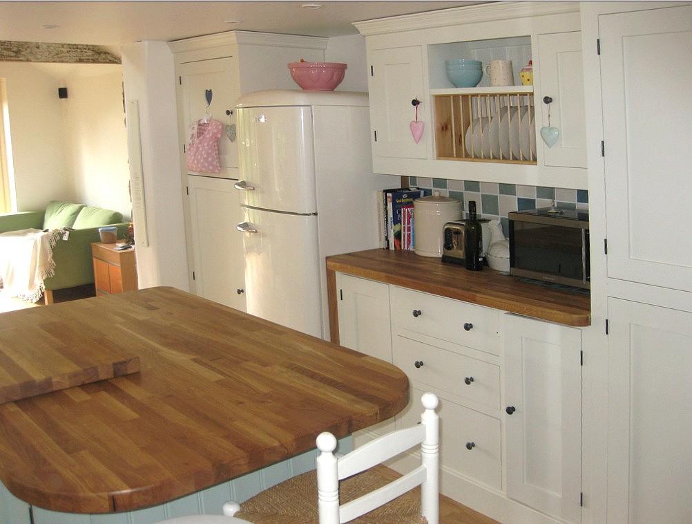 pegasus pine furniture Northampton, made to measure kitchens, kitchen plate rack, handpainted kitchens units, Northampton furniture