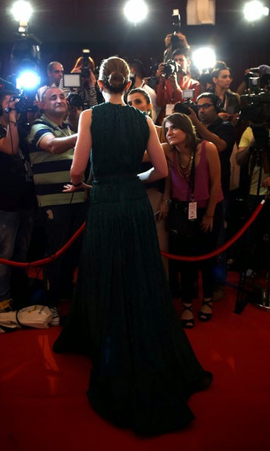 At least we always talk over on Emily Blunt to electrocute us from her diamond of red carpet appearance.  The Roehampton born actress's presentation invited the attention of audience on the the 11th Annual Dubai International Film Festival in the Madinat Jumariah Complex.