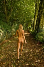 Viki roams naked in the forest - Morey Studio