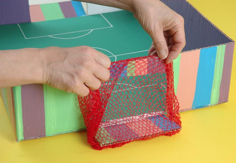 Como hacer un futbolito casero ingeniando - Como hacer un photocall casero ...