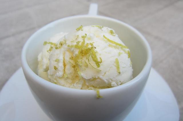 Lemony greek yogurt ice cream | Sabor Pastel