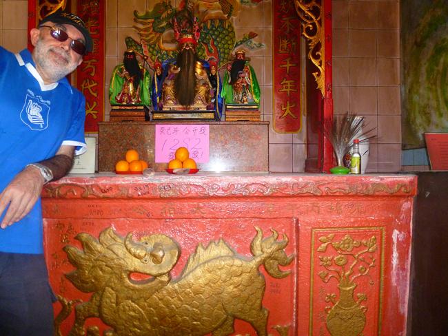 En el altar budista