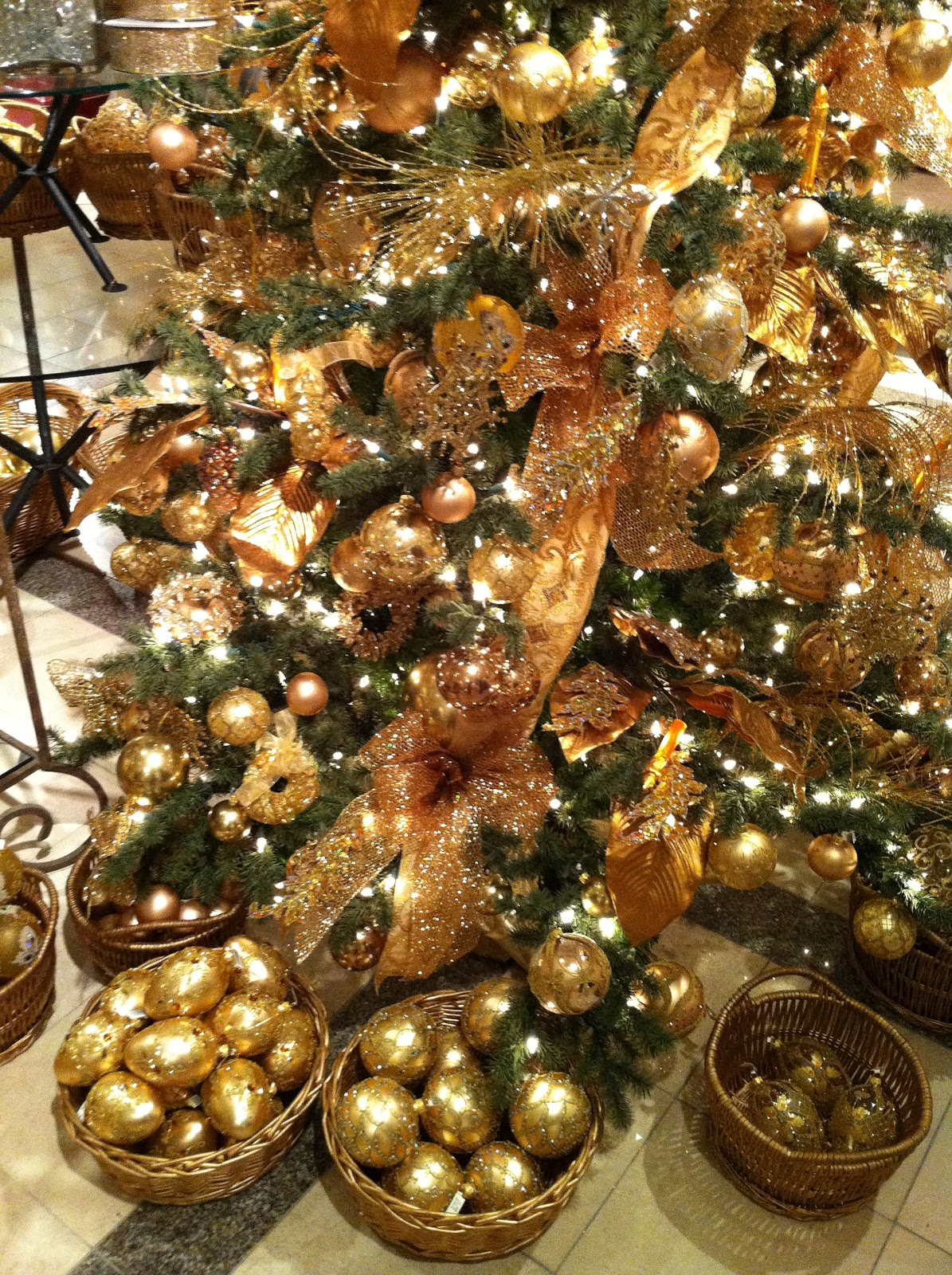 Janssen Interiors: How To Decorate a Christmas Tree Part Two