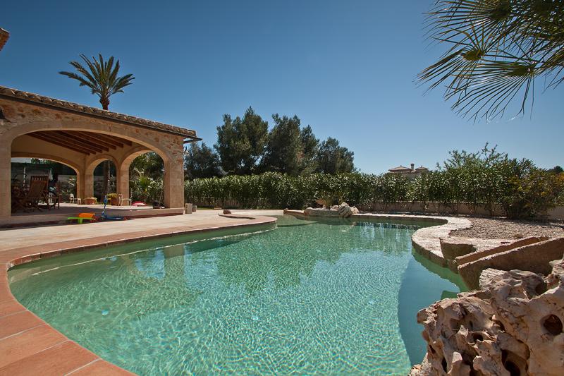 Piscina de arenas tropicales en revestimiento interior for Revestimiento piscinas