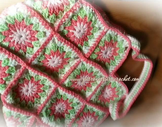 Bolso tejido con grannys crochet