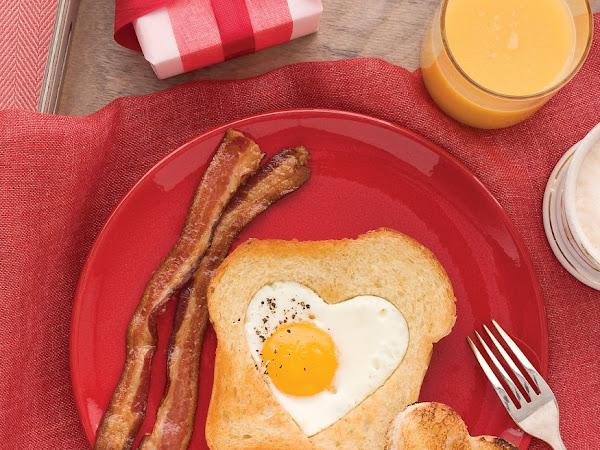 Sevgililer Günü Fikirleri | Kalpli Yumurtalı Ekmekler