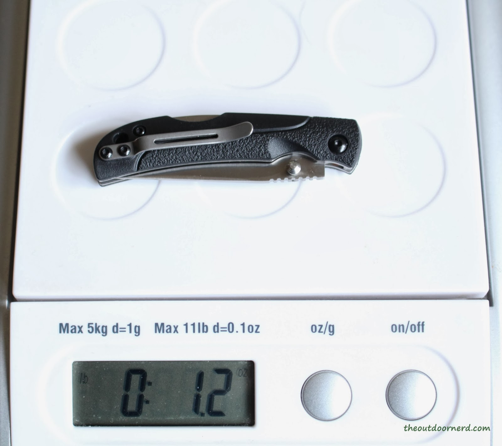 SanRenMu ZB-681 Pocket Knife - On Scale
