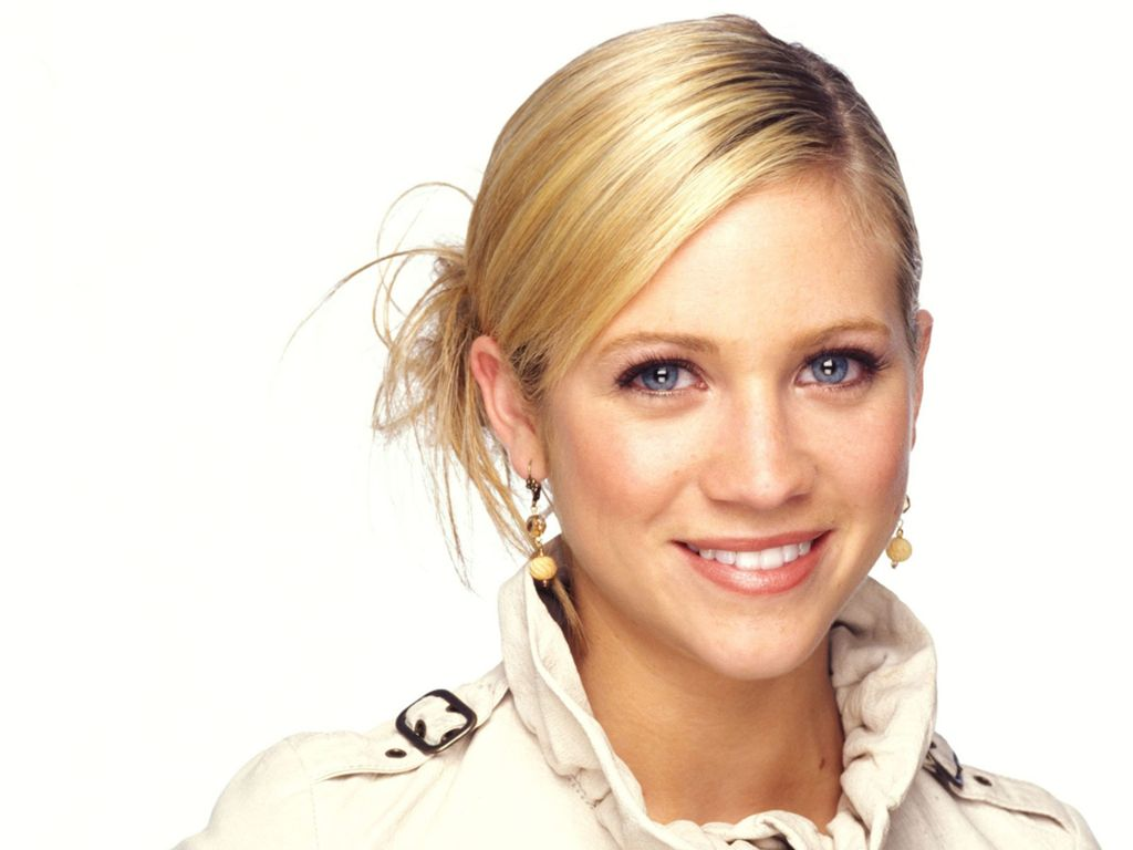 Brittany Snow - Wallpaper