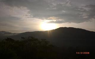 Matahari terbit di Bukit Asmara