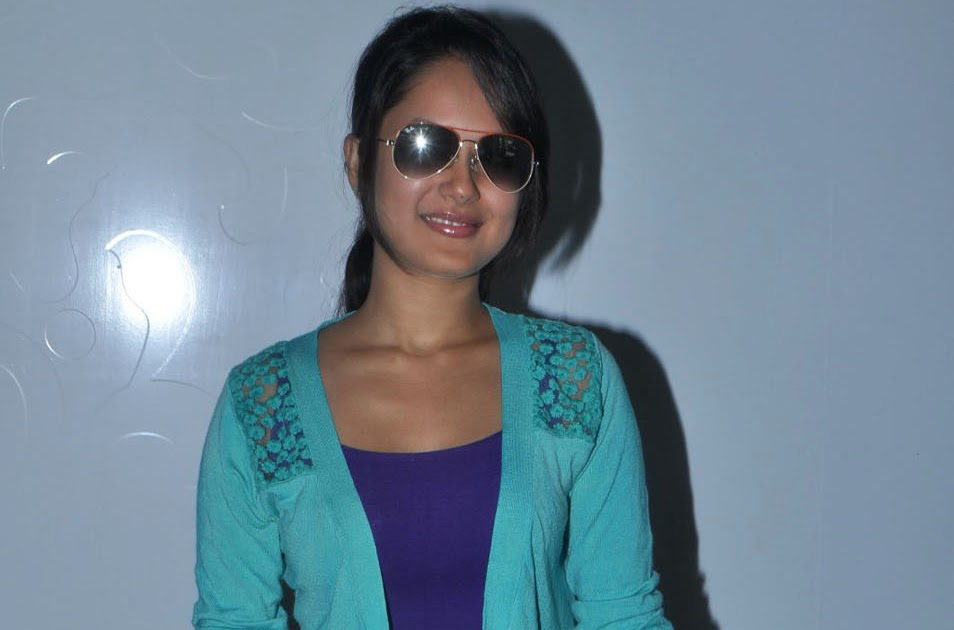 Pooja Bose In Jeans Pooja Bose spotted in ...