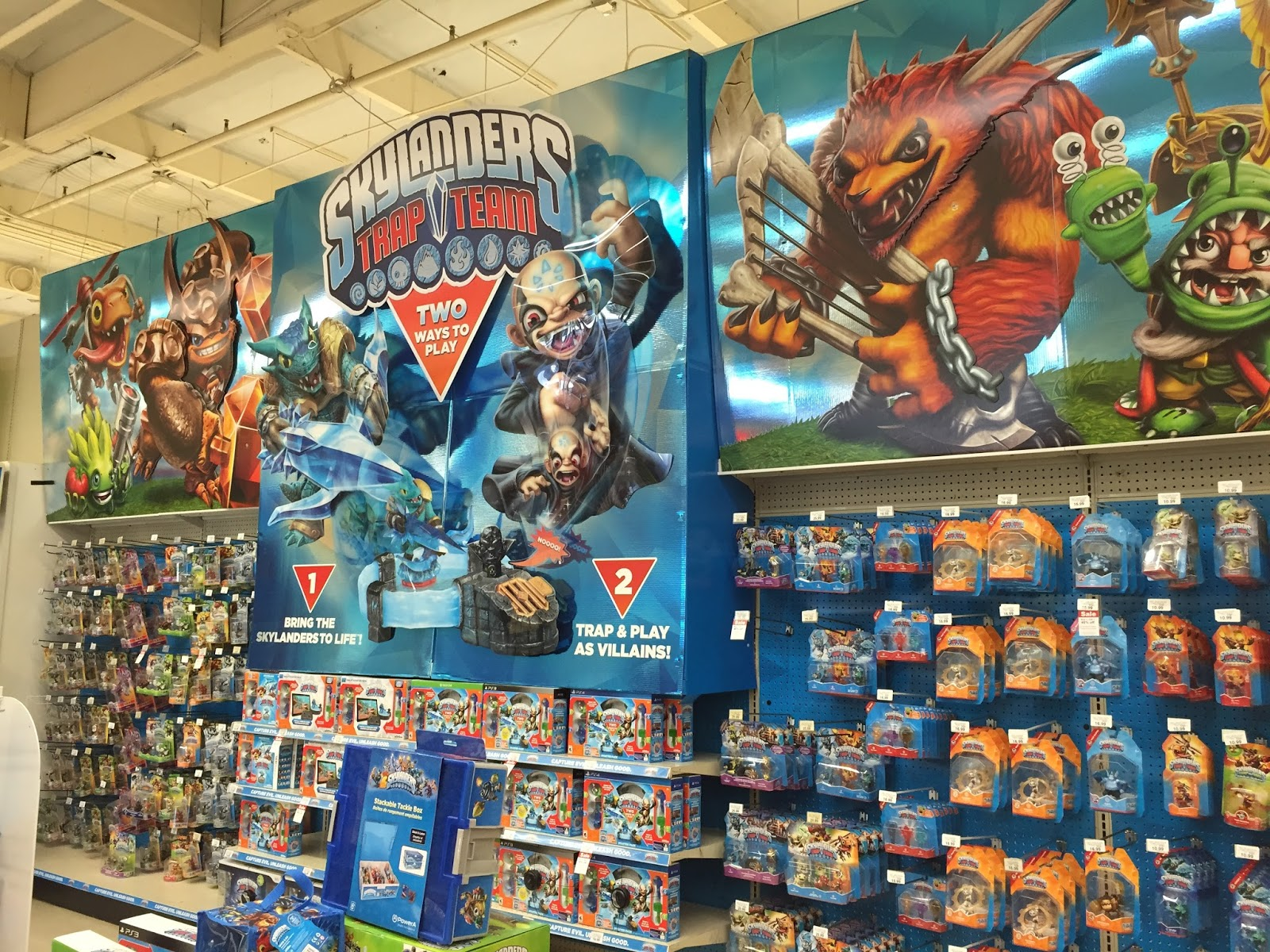 Skylanders Toys R Us : Crabfu skylanders trap team toys r us display