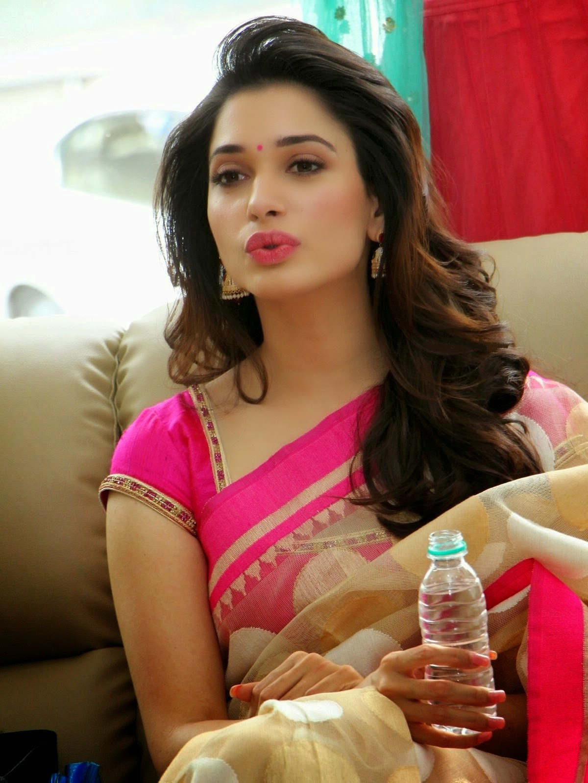 Tamanna Bhatia looking hot In Saree HD Wallpaper high resolution