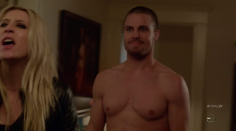 Stephen Amell Shirtless in New Girl s1e13