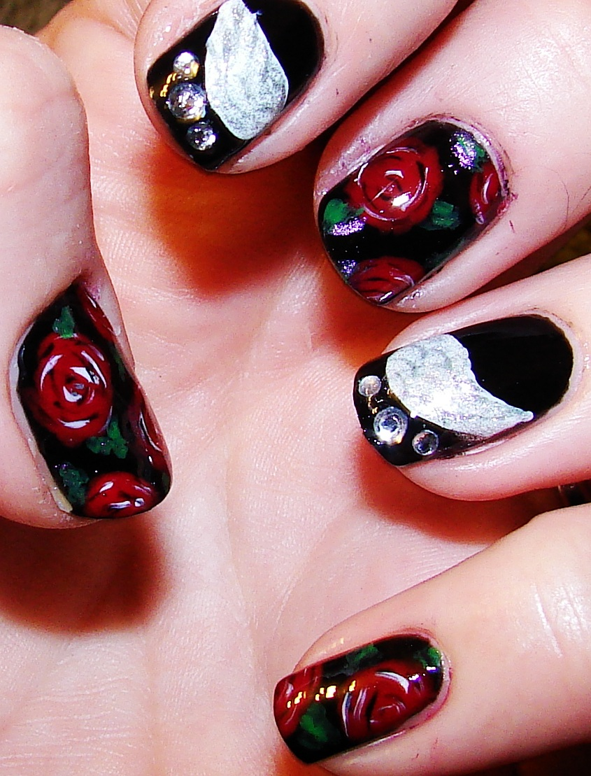 Kawaii Nail Art: Dark angel wings and red roses
