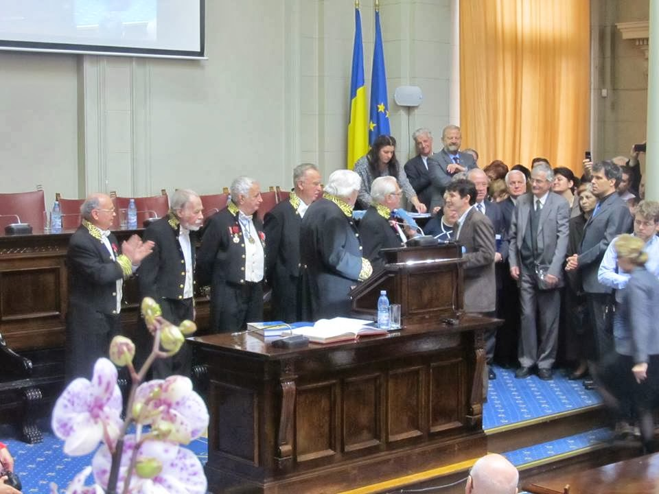 Sorin Udubasa in Aula Academiei, premiat, prof.de geologie(minerale), 8 Ian.2014, FB