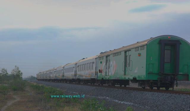 Gambar Kereta Api Gajayana Sidoarjo