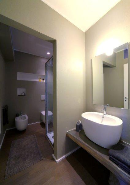 Interior relooking idee per arredare un bagno piccolo - Idee per ristrutturare il bagno ...