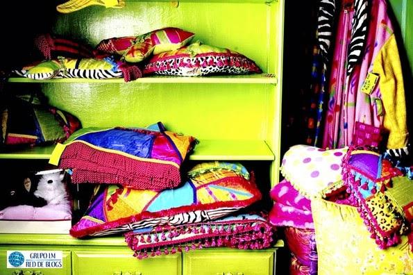 Ordena el interior de tu ropero o vestidor colocando cestas