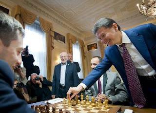Echecs à Londres : coup d'envoi du tournoi par le président de la Fide Kirsan Ilyumzhinov - Photo Fred Lucas