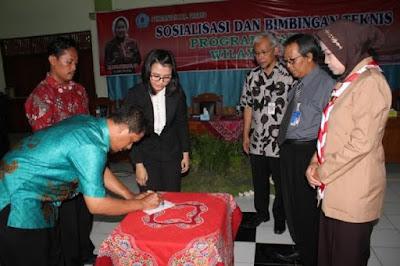 Penandatanganan Buku Rekening Dana Desa disaksikan Bupati dan Wakil dari Bank Jateng Cabang Brebes