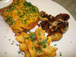 chuleta cerdo queso cebolla pimiento champiñones