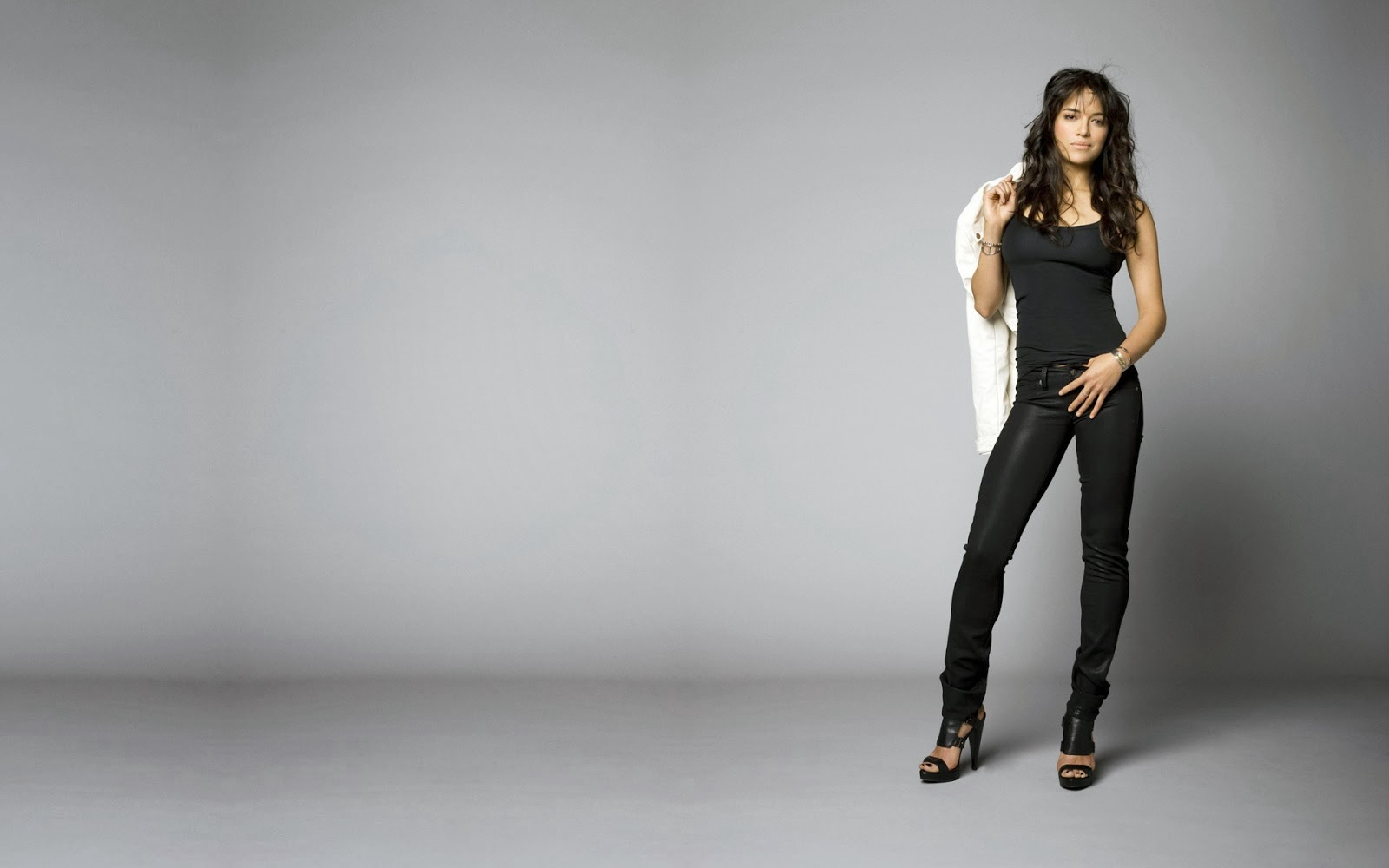 Michelle Rodriguez in High Heels 12