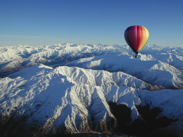 New Zealand Company To Offer World's First Hot Air Balloon Skiing