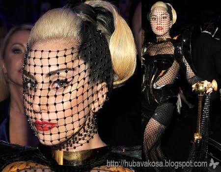 Лейди Гага прическа с мрежа на Грами 2012