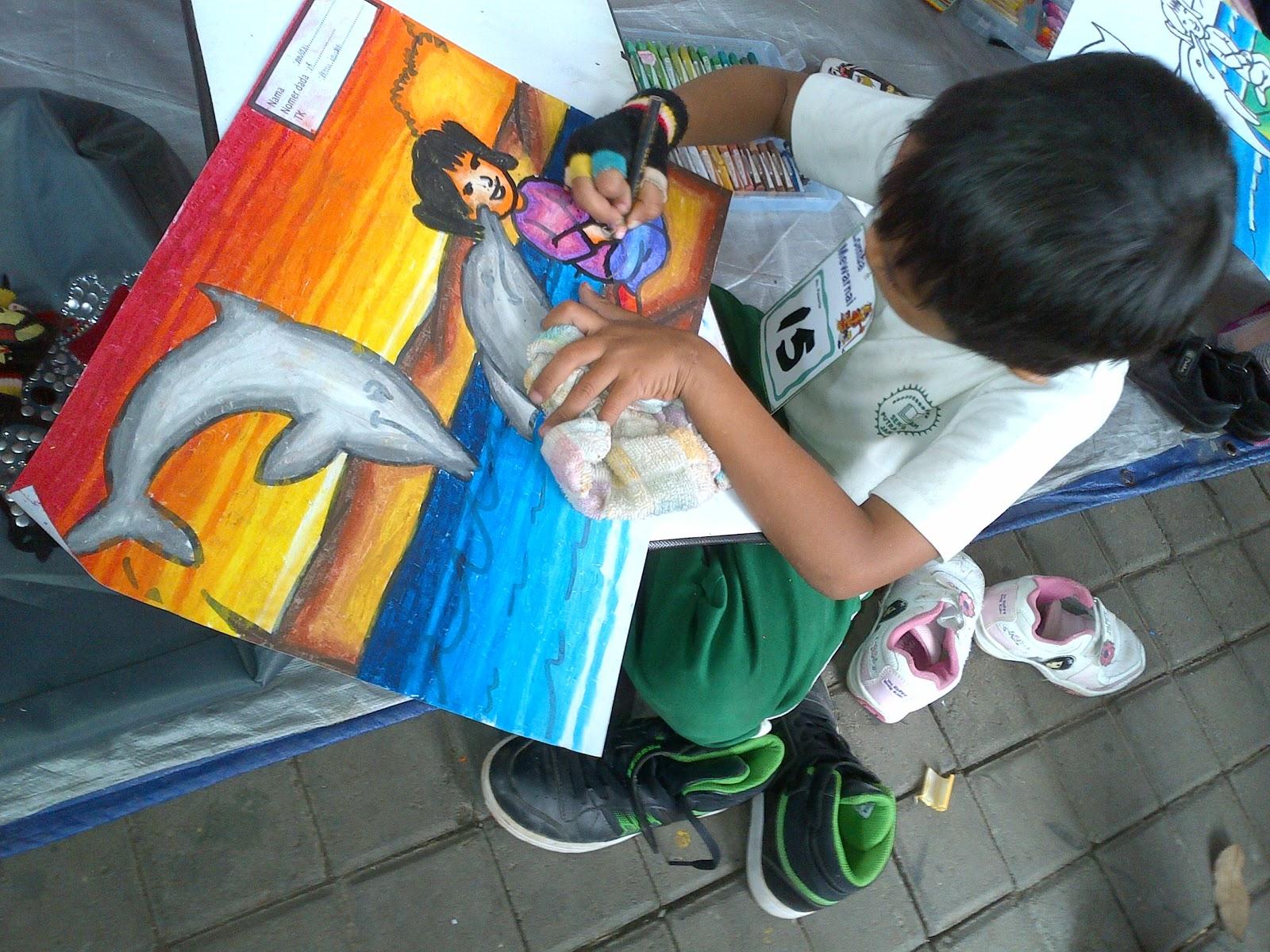 Selesai mewarnai kita melihat2 para peserta melukis Dan ternyata peserta lukis yg saingannya berat bgt wow hasil2 mereka