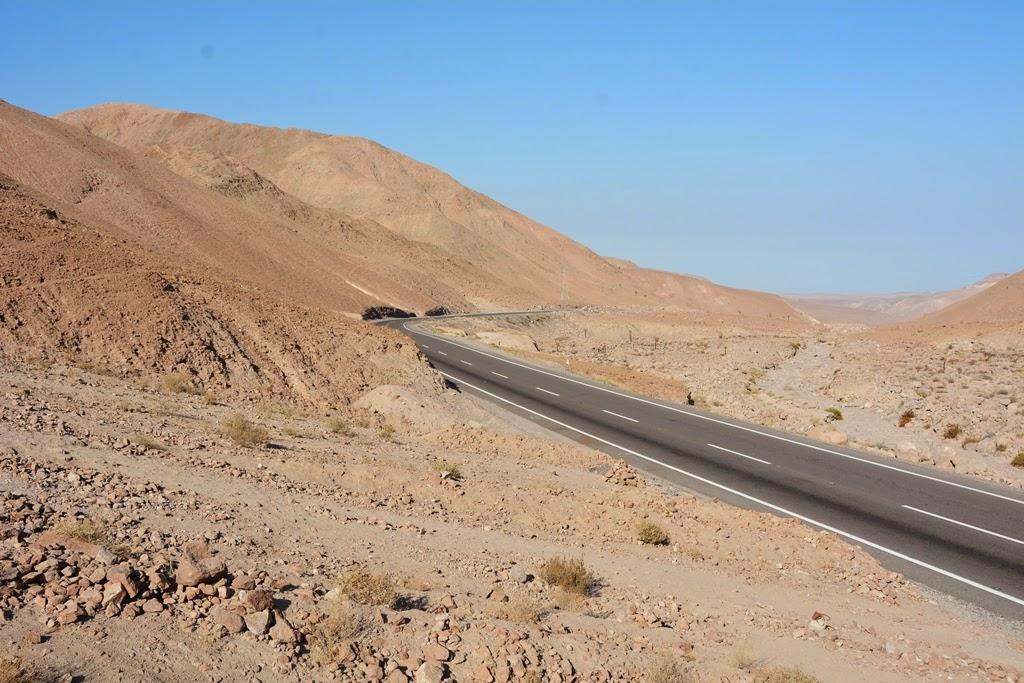 Candelabro desert road
