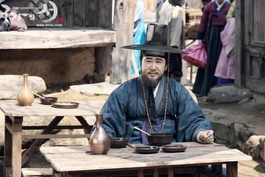 """Foto Pemeran Pembantu Drama Korea """"Gu Family Book"""""""