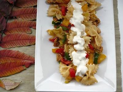 Sałatka gyros z makaronem farfalle