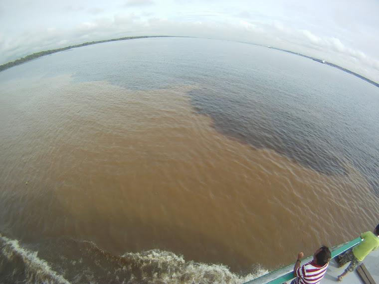 Rio Negro meets Rio Amazon