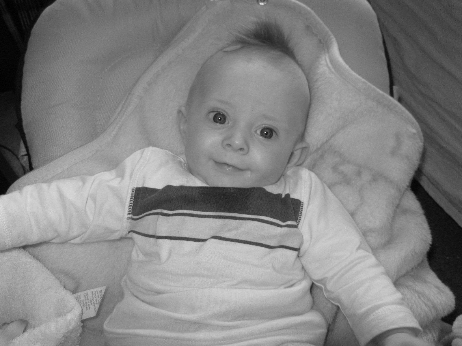 Autour de p pette d veloppement de b b mois par mois - Rever de porter un bebe dans ses bras ...