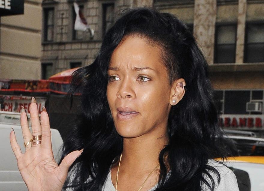 with makeup Rihanna no