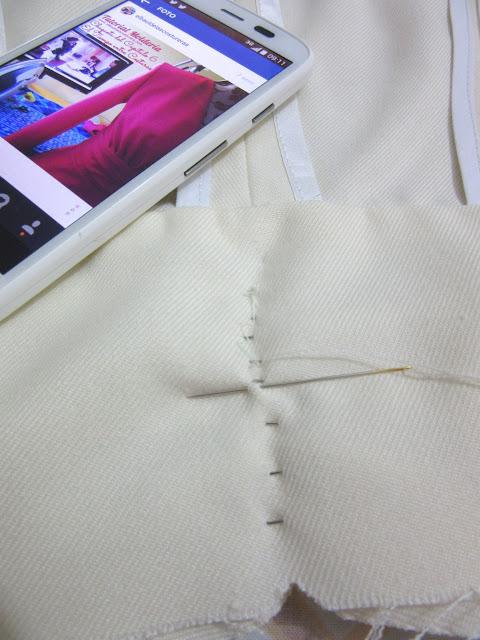 Confección chaqueta kaftán Aris Agoriuq de El Tiempo entre Costuras costuraa mano de los pliegues