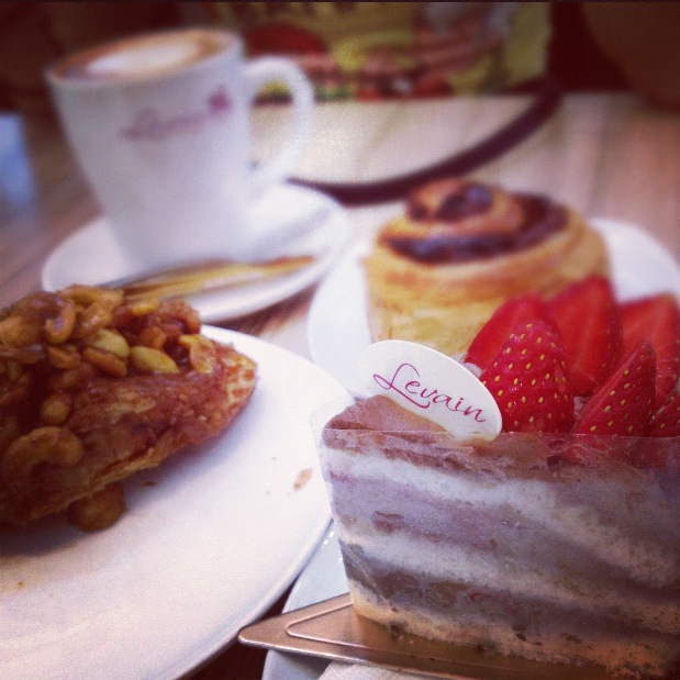 LEVAIN PASTRY JALAN DELIMA STRAWBERRY CHOCOLATE CAKE
