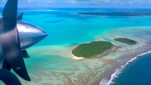Sorvolando sulla pagina di Aitutaki - foto di Elisa Chisana Hoshi