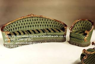 sofa klasik,sofa klasik italian classic,sofa klasik jepara Mebel furniture klasik jepara jual set sofa tamu ukir sofa tamu jati sofa tamu antik sofa jepara sofa tamu duco jepara furniture jati klasik jepara SFTM-33079