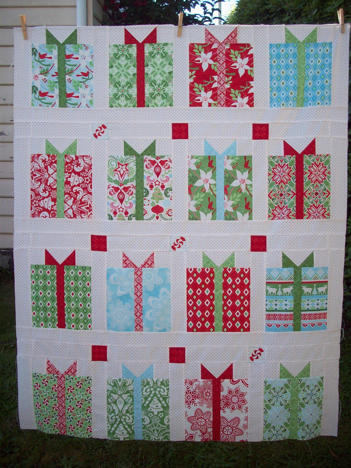 AUNTIE'S QUAINT QUILTS: All Wrapped Up : all quilts - Adamdwight.com