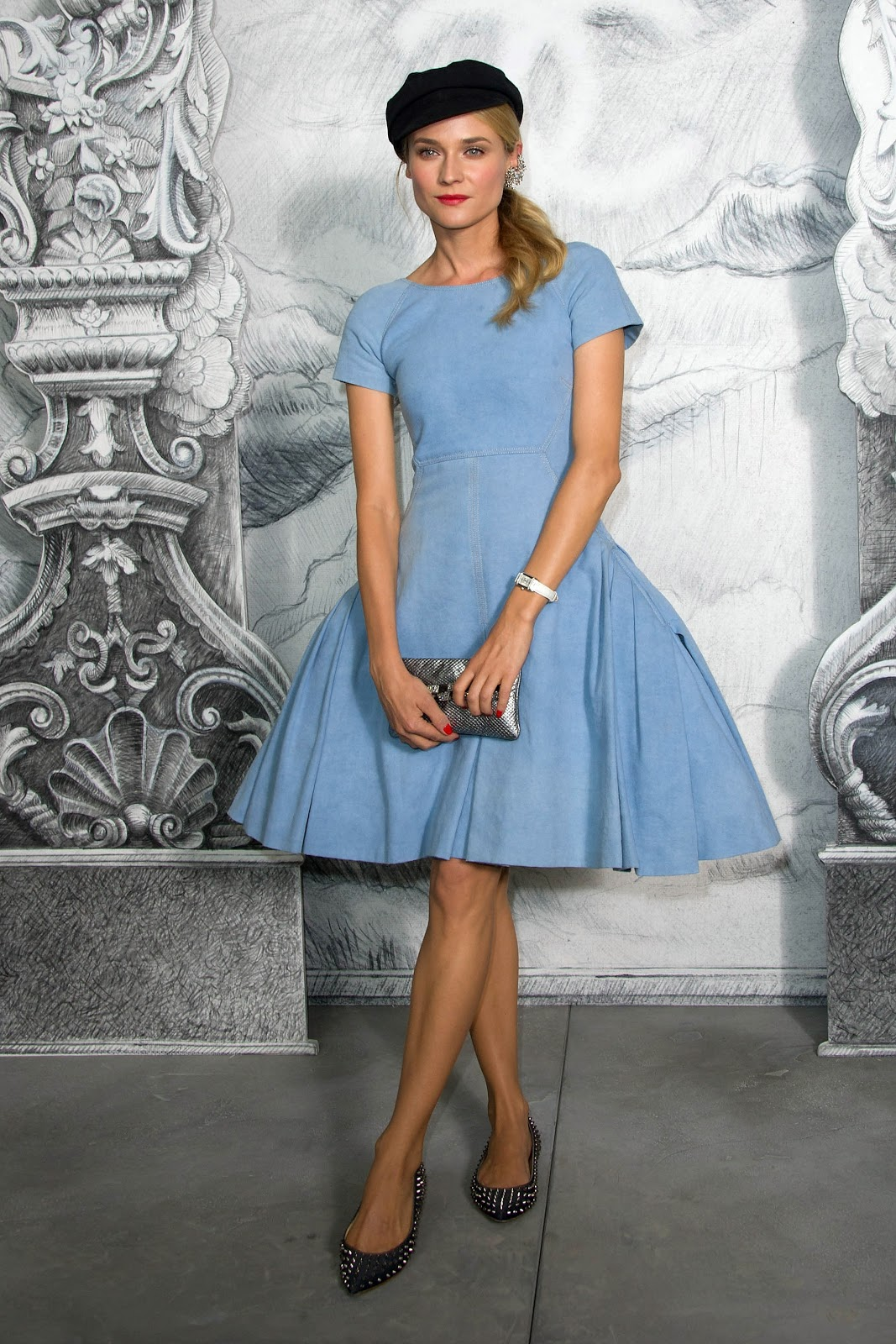 http://4.bp.blogspot.com/-Awmspt6OifE/UK94dL0txPI/AAAAAAAABtY/YtzVbMm1J2I/s1600/Diane-Kruger-Chanel-Denim-Dress.jpg