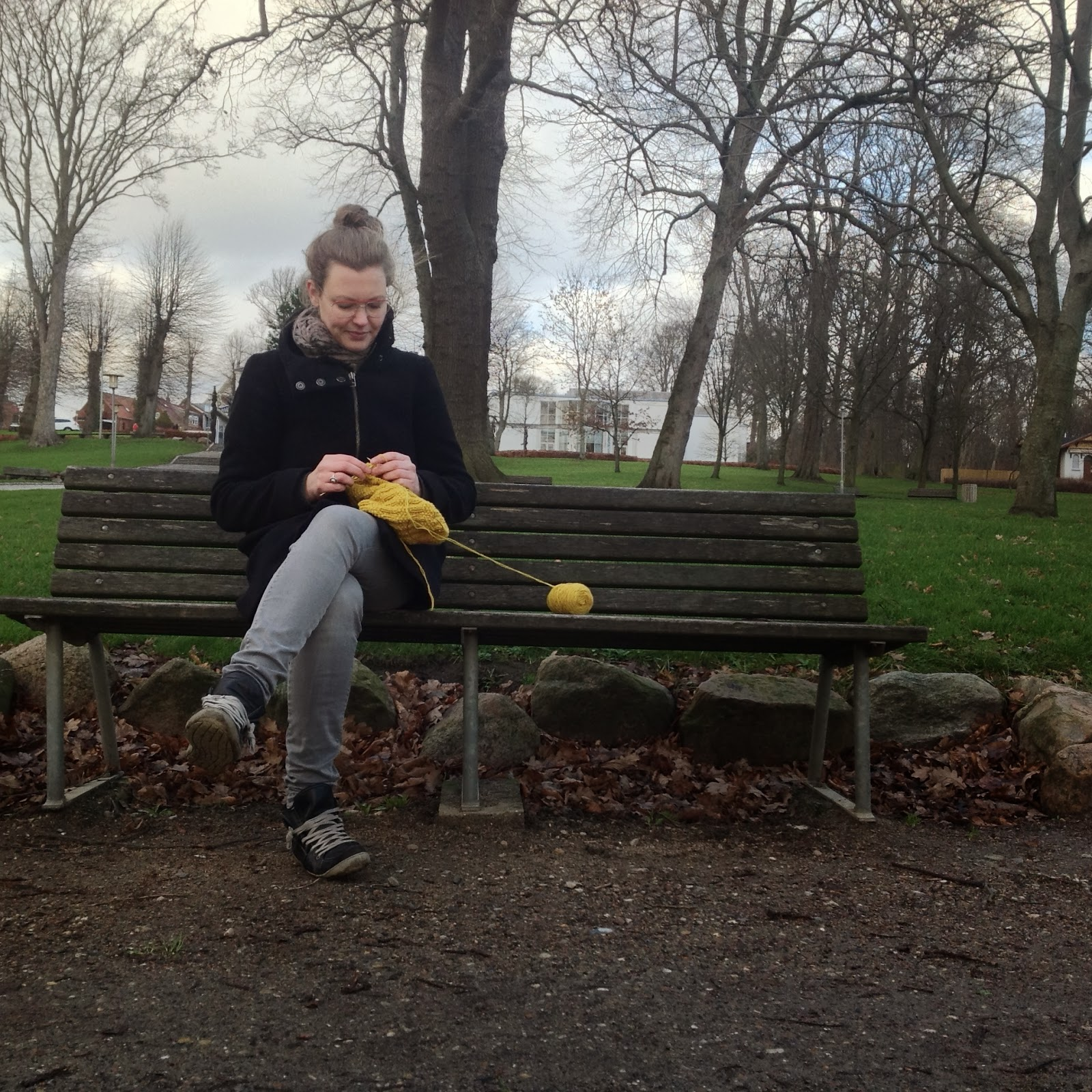 Trine Kok, knitting in the park