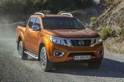 Nissan NP300 Navara Double Cab (2016) Front Side
