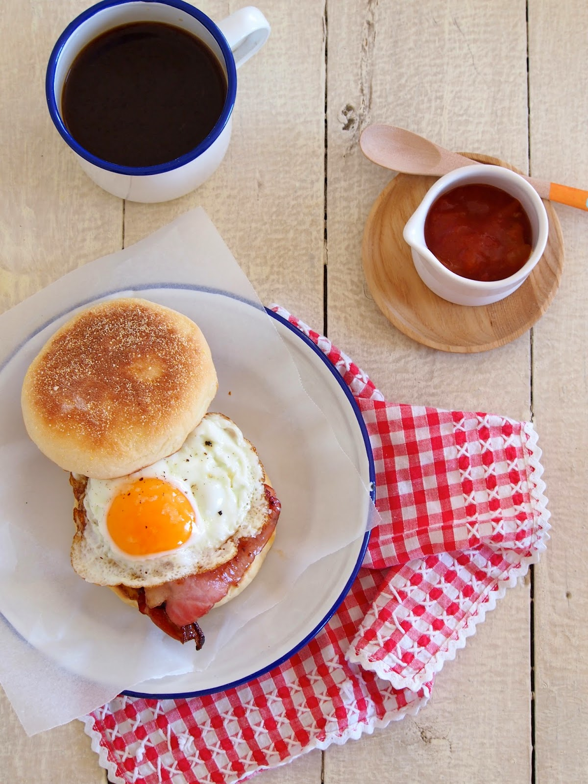 geo does...: egg & maple bacon english muffins...