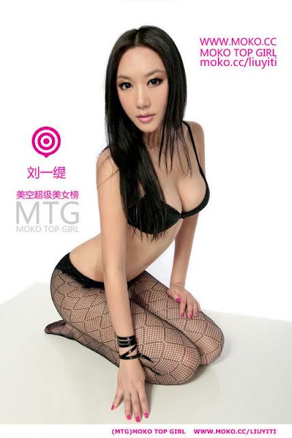Liu Yiti sexy in black lingerie