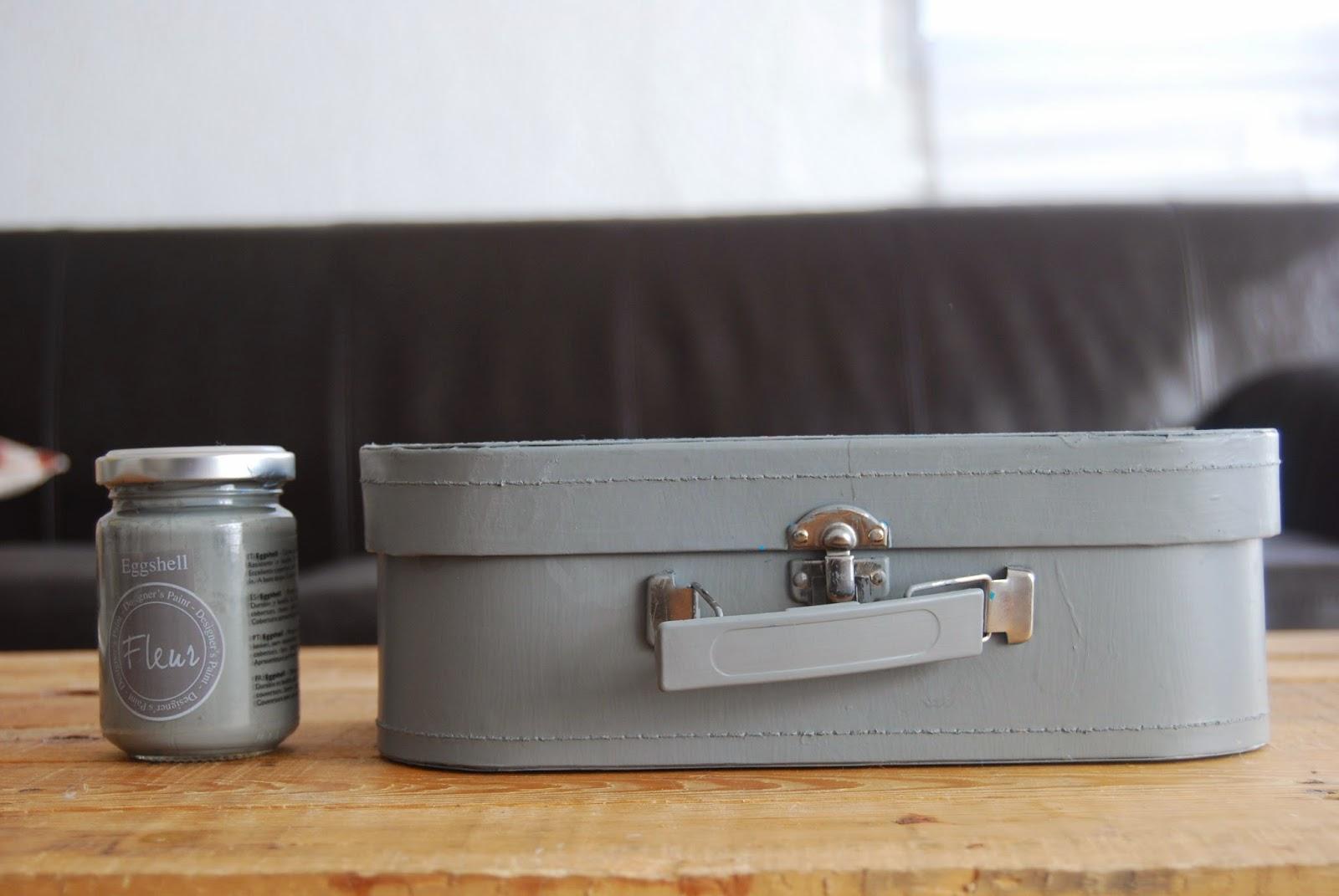 http://sosunnyblog.blogspot.com.es/2015/01/la-maleta-el-chalkpaint-y-los-angeles.html